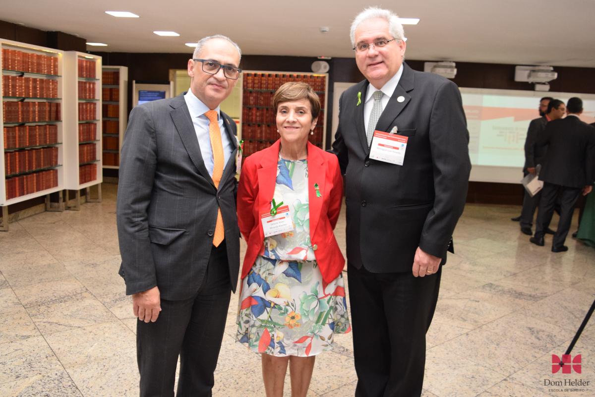 Desembargador Paulo Sérgio Pimenta, presidente do TRT 18 (Goiás), ministra Delaíde Miranda Arantes (TST) e o desembargador Welington Luís Peixoto (TRT-18).