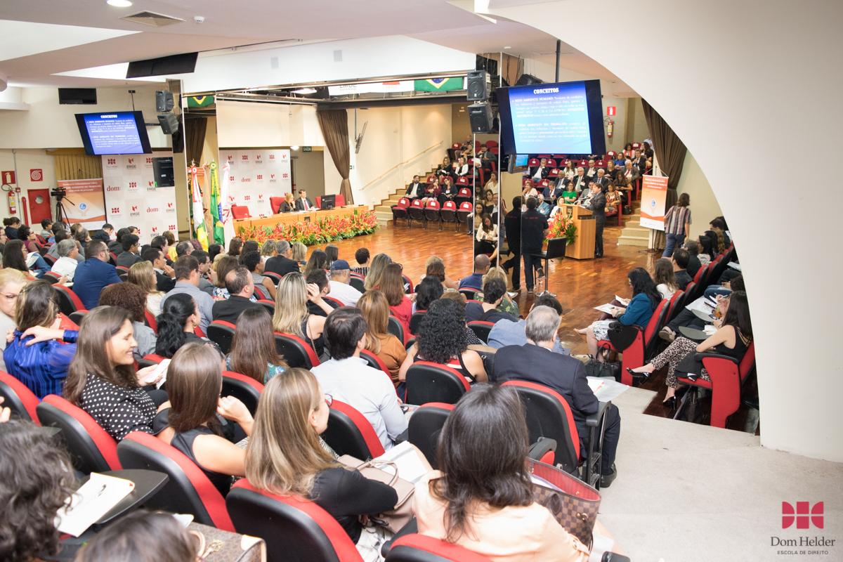 Conferência 'Direito Ambiental do trabalho no Brasil: efetividade dos princípios da precaução e da prevenção nos grandes acidentes'.