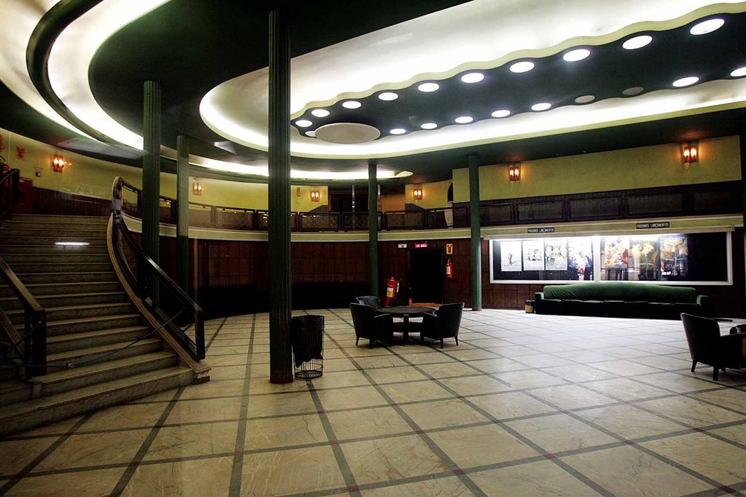 Hall do Cine Ipiranga no último dia de atividade, em 2005.