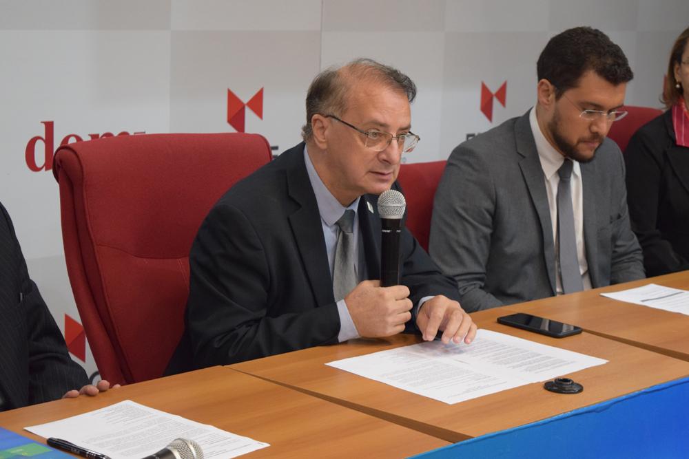 O reitor da Dom Helder, Paulo Stumpf falou da importância de se discutir política na Acadêmia.