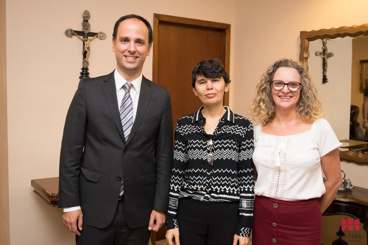 Professores Tarcísio Maciel Chaves de Mendonça, Lícia Jocilene das Neves e Cássia Stumpf, pró-reitora de Administração