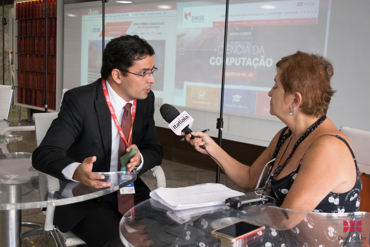 Professor Carlos Henrique Carvalho Amaral concede entrevista à Rádio Itatiaia.