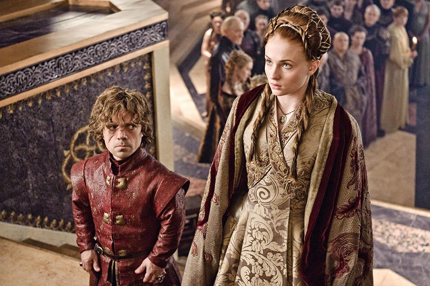 A temporada mais uma vez se passa em vários meses - dessa vez, o outono está estabelecido, o inverno vem aí e, em vez de se preparem para a estação, os Sete Reinos de Westeros continuam em guerra.