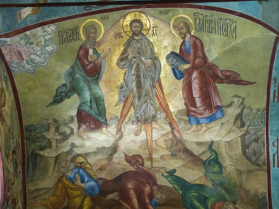 Afresco da Transfiguração de Jesus em estilo bizantino em teto de Igreja Ortodoxa.
