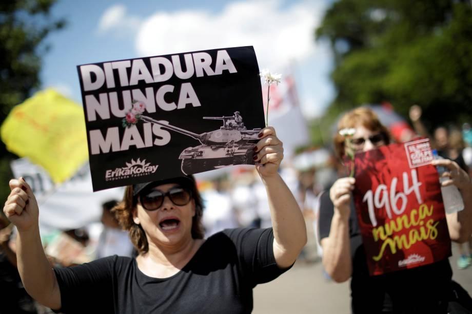 Manifestantes em ato contra a ditadura em Brasília.