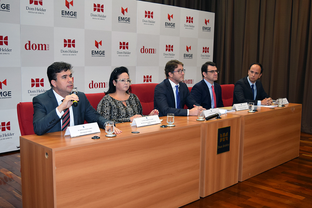 Professores Marcelo Kokke, Daniela Lara Martins, Rodrigo Araújo Ribeiro, Terence Trennepohl e Tarcísio Maciel Chaves.