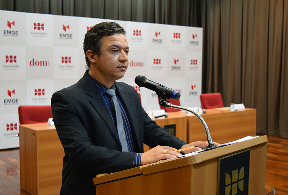 Gilmar Pereira, professor da Dom Helder e mestre de cerimônia do evento.