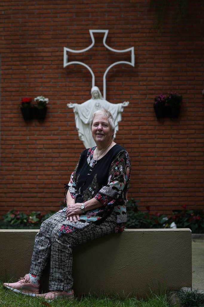 Diretora do Colégio Santa Maria, Irmã Diane Cundiff diz que não deixará de usar as palavras corretas.