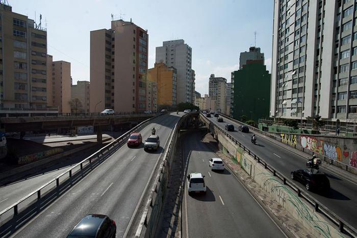 Levantamento estimou que sem carros haveria uma redução de até 10 dB (decibéis) em alguns imóveis que têm a fachada para o elevado.