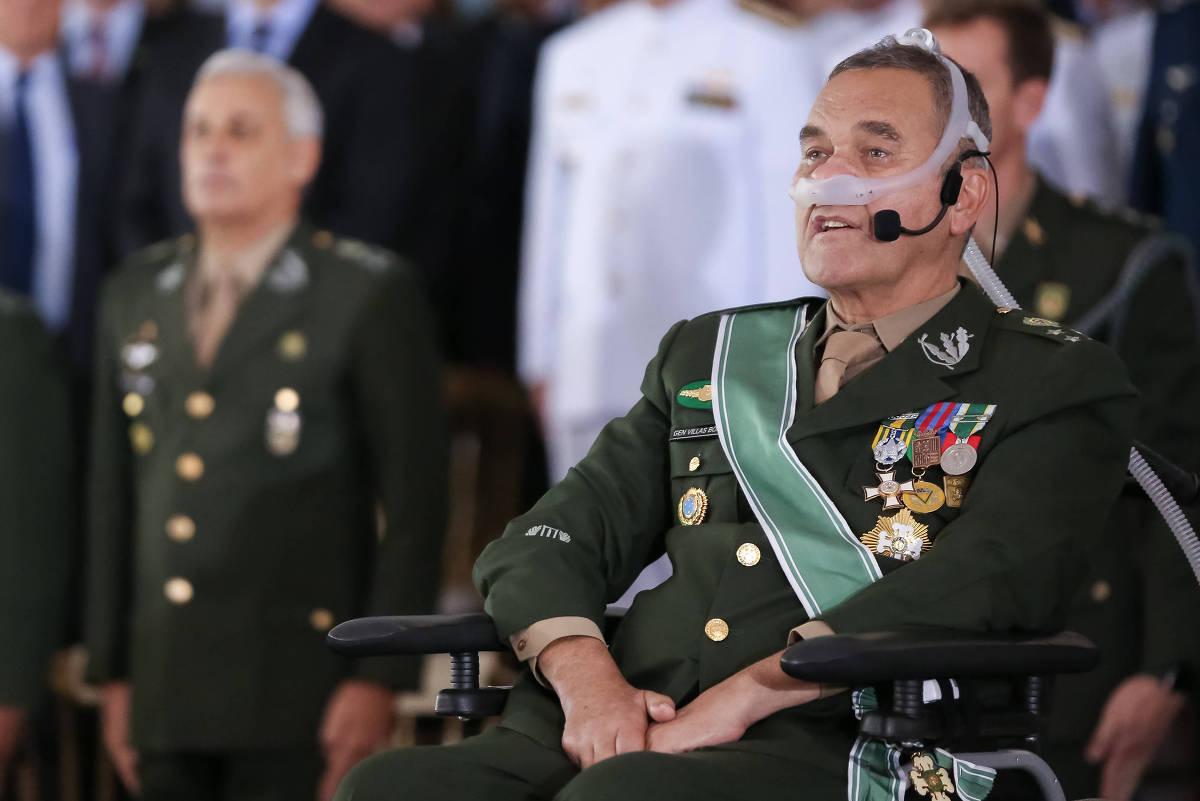 O General Eduardo Villas Bôas durante a cerimônia em que deixou o comando do Exército.