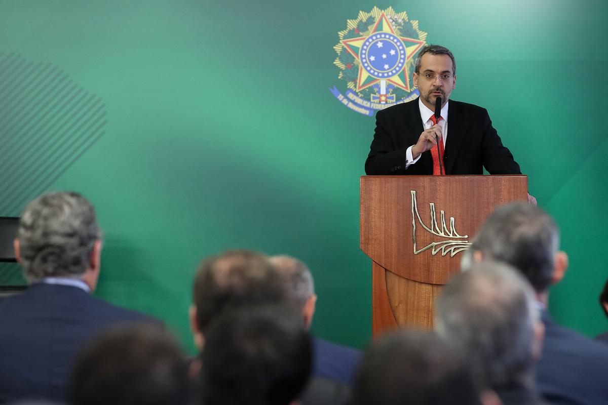 Ministro diz que medida pode ser revista caso nova Previdência seja aprovada