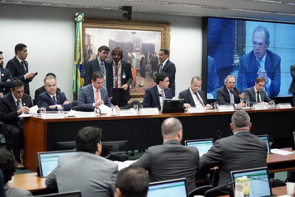 Paulo Guedes é sabatinado na CCJ