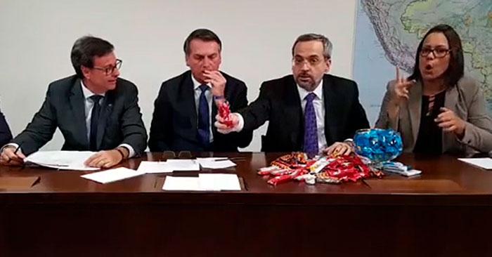 Formado em Economia, ministro ainda errou a conta ao utilizar os doces como exemplo.
