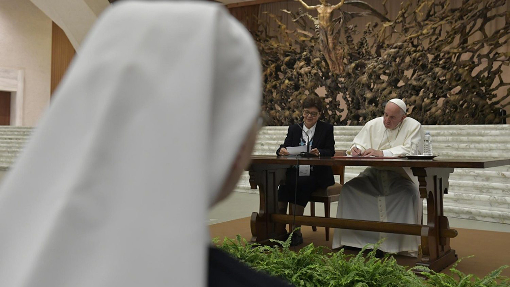 Diante da diminuição do número de vocações à vida consagrada, sobretudo a feminina, disse Francisco, a tentação é de desanimar e se resignar.