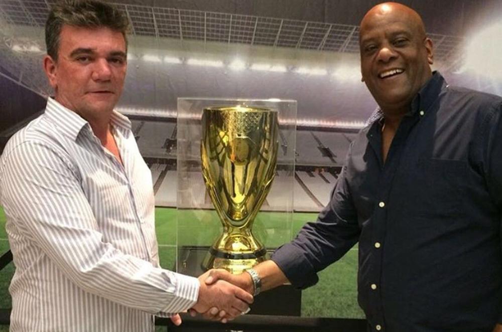 Andrés Sanchez, presidente do Corinthians, com o novo diretor administrativo, André Negão.