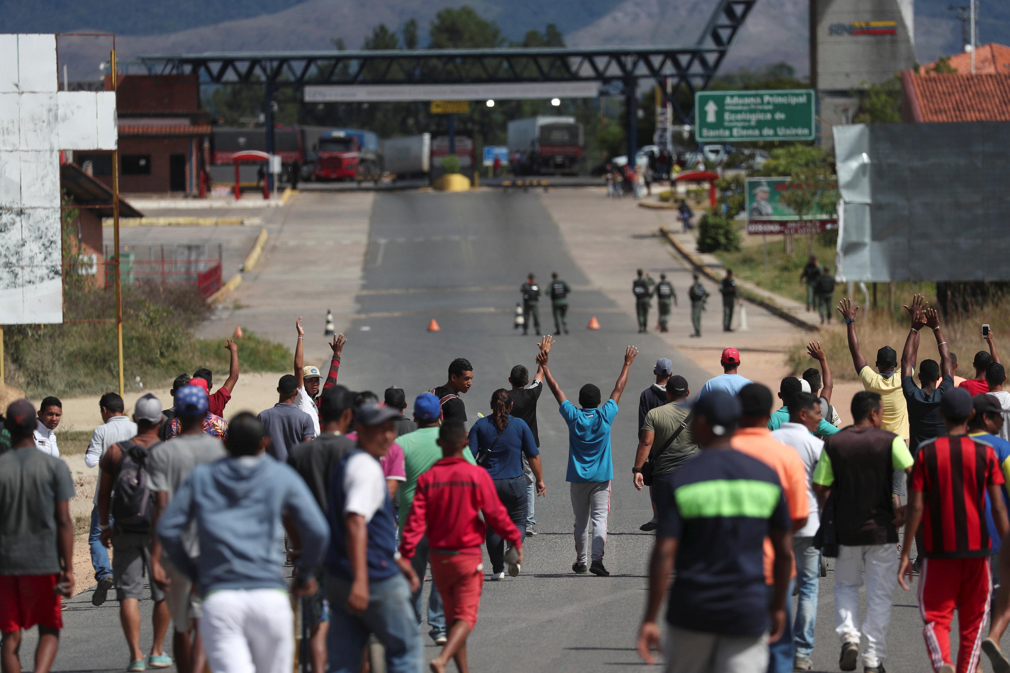 Fechada desde fevereiro, fronteira da Venezuela com o Brasil será reaberta