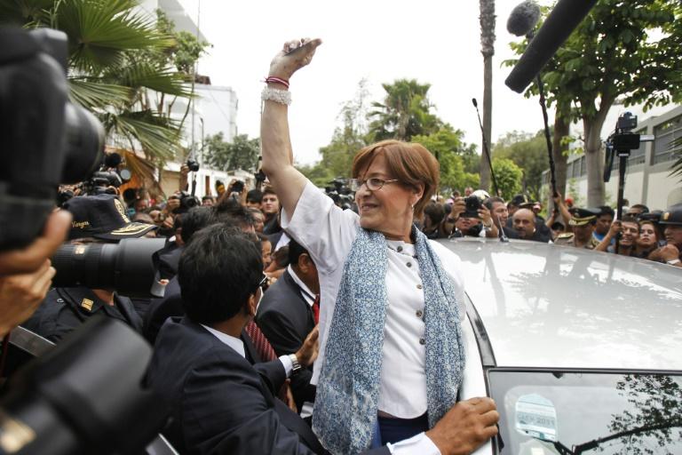 O Ministério Público pediu ao Judiciário que substitua a ordem de comparecimento com restrições atualmente imposta à ex-prefeita pela prisão preventiva dela por 36 meses.