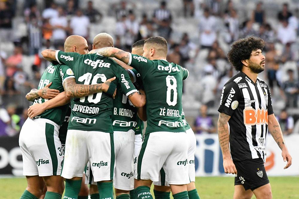 Palmeiras comemora o gol de Bruno Henrique