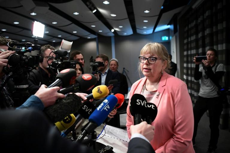 A procuradora sueca Eva-Marie Persson anuncia a reabertura da investigação contra Julian Assange em Estocolmo