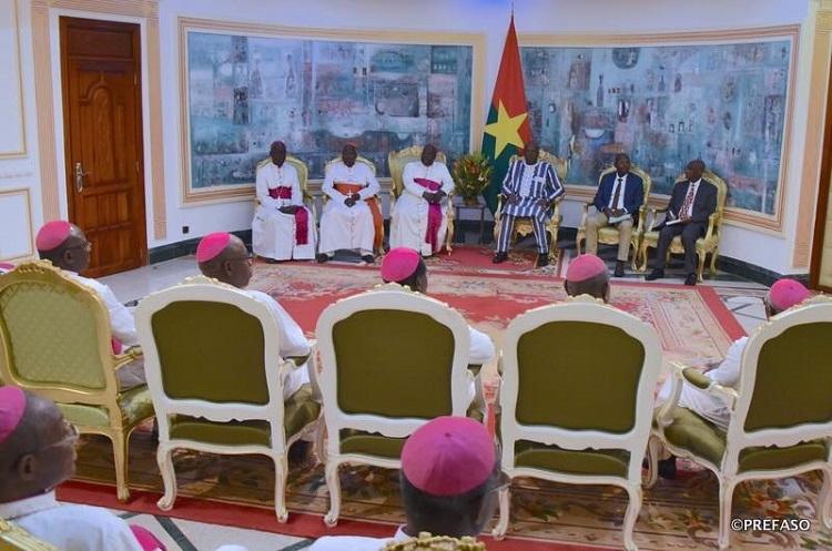 Conferência episcopal de Burkina-Níger em reunião com o presidente de Burkina Faso.
