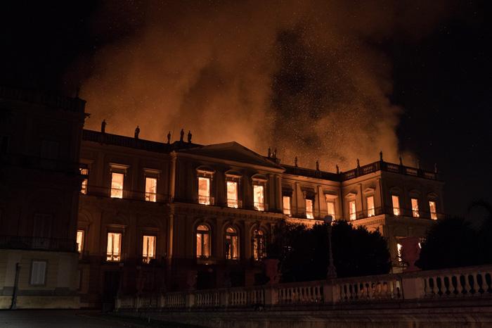 Chamas tomaram conta do Museu Nacional, no Rio de Janeiro.