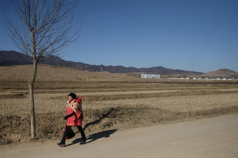 Isolada e pobre, a Coreia do Norte, que também é objeto de sanções por seus programas nucleares e balísticos, mal consegue alimentar normalmente seus habitantes.