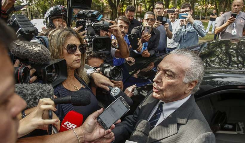 Ex-presidente deixou a prisão no começo da tarde desta quarta-feira e falou rapidamente com os jornalistas na porta da casa dele, na capital paulista.