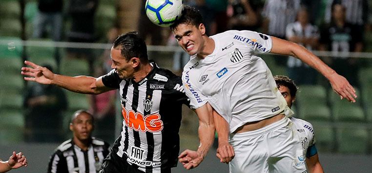 Embora a partida tenha sido disputada no Independência, o domínio do primeiro tempo foi todo do Santos.