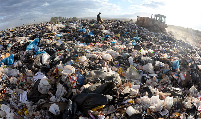 Lixão da estrutural (DF), fechado em 2018: 3.374 cidades  brasileiras ainda tem lixões.