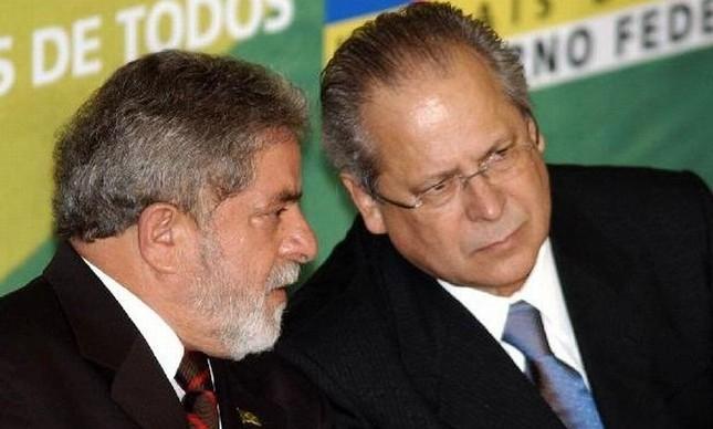 Foto de arquivo mostra Lula e José Dirceu juntos nos tempos de governo do PT