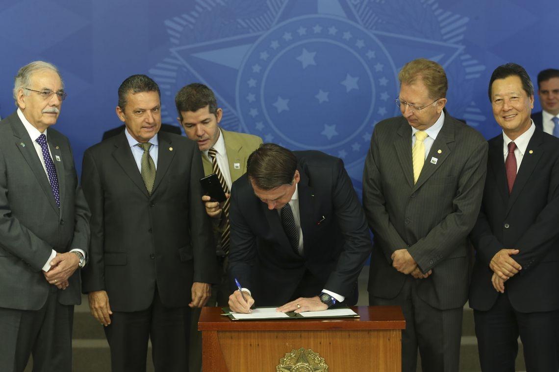 Entre as normas que são alvo de contestação estão o decreto que determinou o contingenciamento das universidades federais.