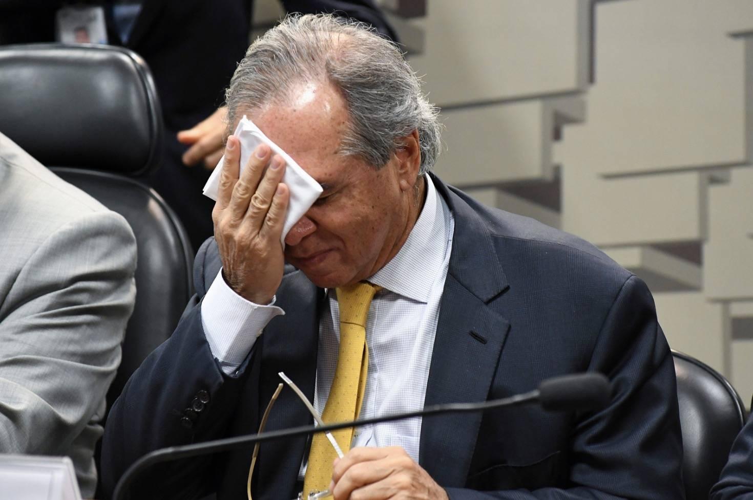 O próprio ministro da Economia, Paulo Guedes, que projetava crescimento de 2,2% para 2019, admitiu trabalhar agora com um avanço de 1,5%.