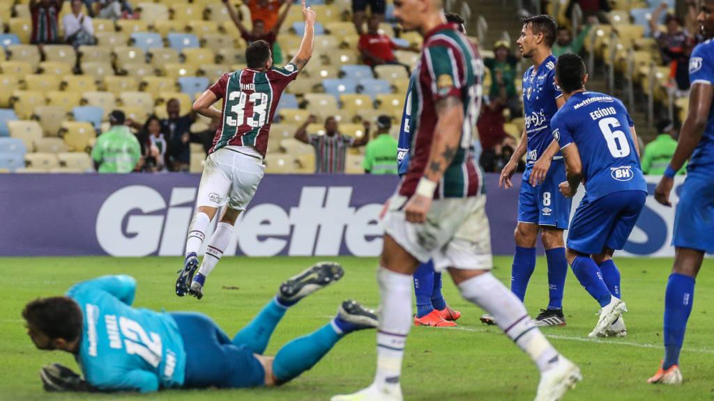 O primeiro tempo foi equilibrado, mas o Fluminense aproveitou melhor as chances que teve para marcar.