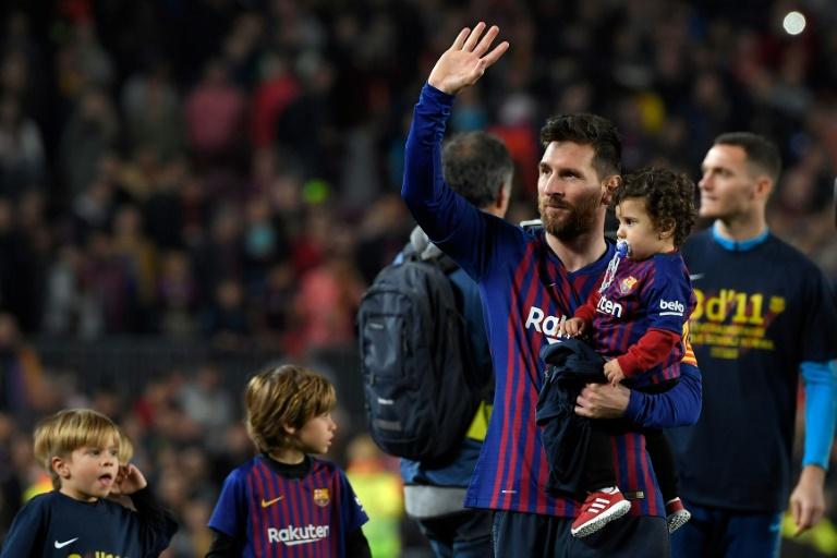Lionel Messi agradece o apoio da torcida no Camp Nou, 27 de abril 2019