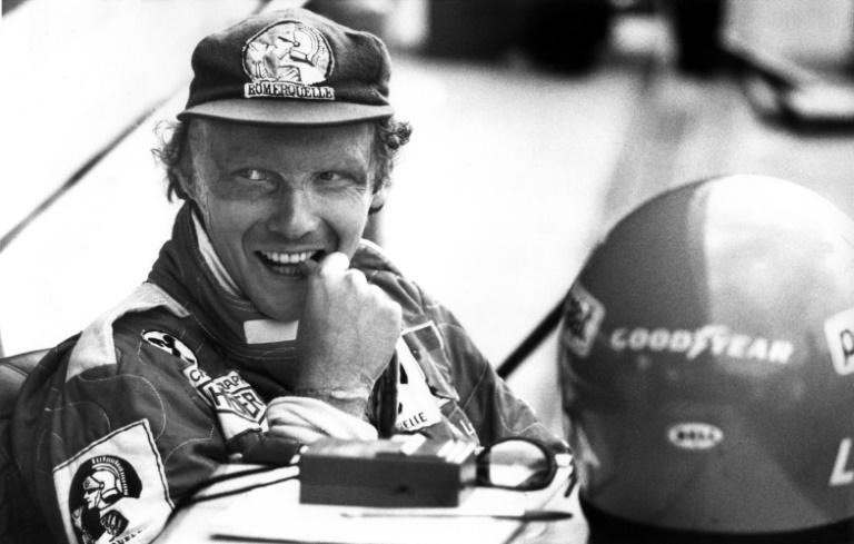Niki Lauda durante treino no circuito de Hockenheim em 1977