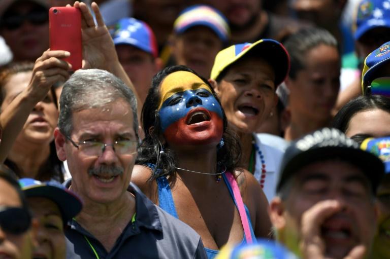 Venezuelanos protestam contra o governo do presidente Nicolás Maduro.