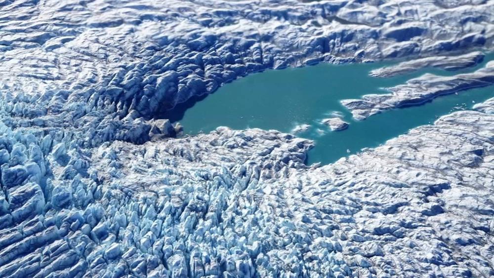Degelo na Groenlândia e na Antártida deixa cientistas preocupados.