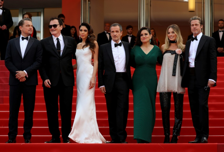 Da esquerda para a direita, o ator Leonardo DiCaprio, o diretor Quentin Tarantino, sua esposa Daniella Pick, os produtores David Heyman e Shannon McIntosh, os atores Margot Robbie e Brad Pitt no Festival de Cannes, em 21 de maio de 2019