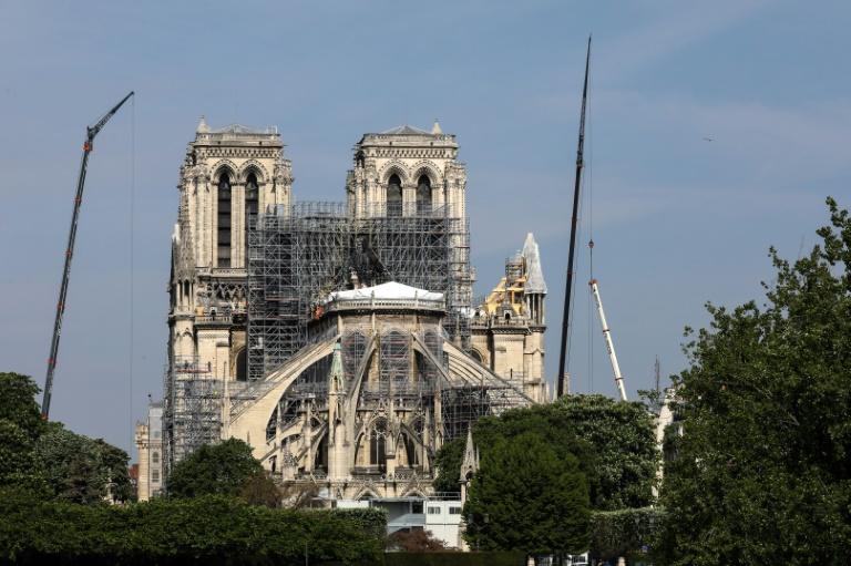 Andaimes instalados na Notre-Dame, após o grave incêndio de 15 de abril de 2019.