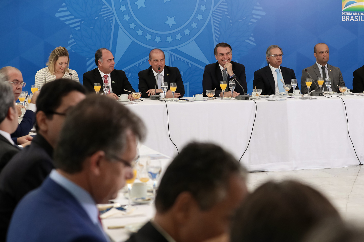 Governo Bolsonaro ainda tenta formar base no Congresso