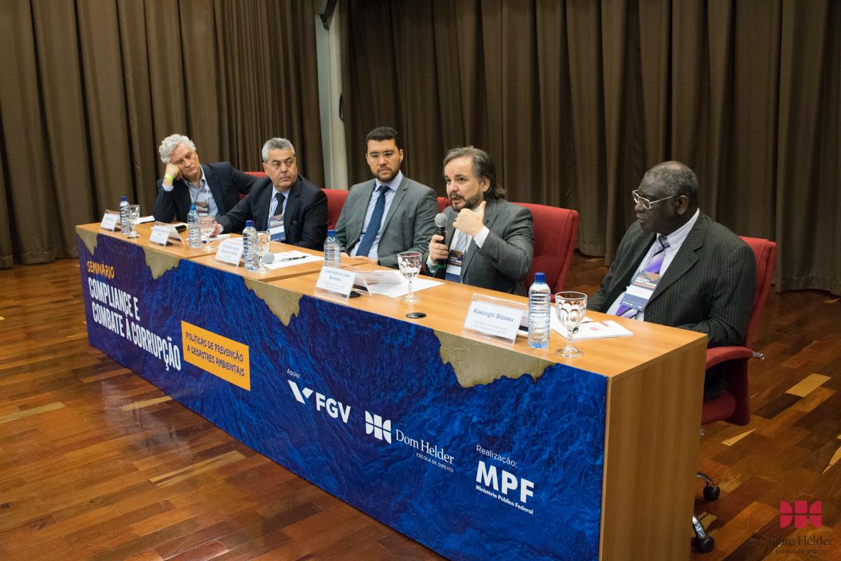 Seminário 'Compliance e combate à corrupção' debate política de prevenção a acidentes naturais.