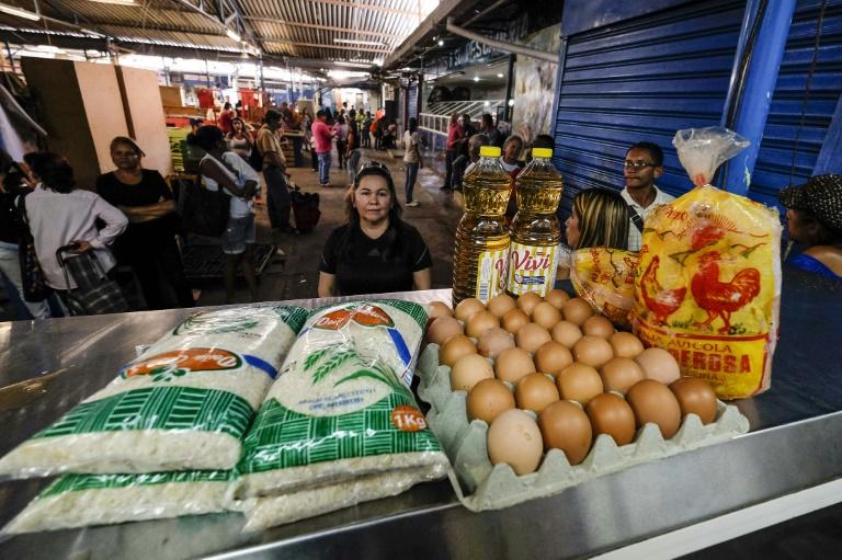 Um ovo na Venezuela custa 933 bolívares, a mesma coisa que 93,3 milhões de litros de gasolina.