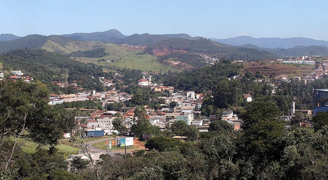 Barão de Cocais, que inclui o distrito abandonado de Socorro, está localizada junto à Estrada Real.