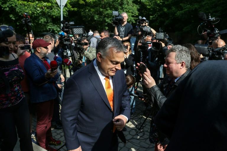 Primeiro-ministro Viktor Orban (C) após votação em Budapeste, em 26 de maio de 2019