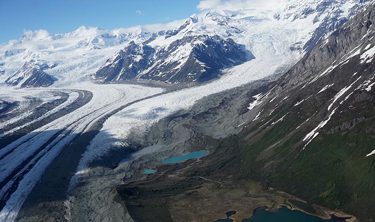 A perda antecipada de gelo varia por região, mas o padrão é evidente.