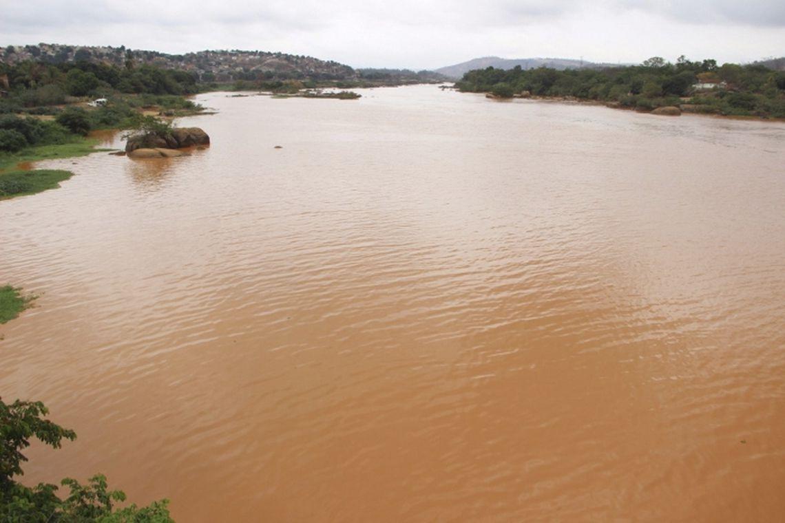 Praticamente morto pela lama da Samarco, Rio Doce pode ser atingido pela lama da Vale