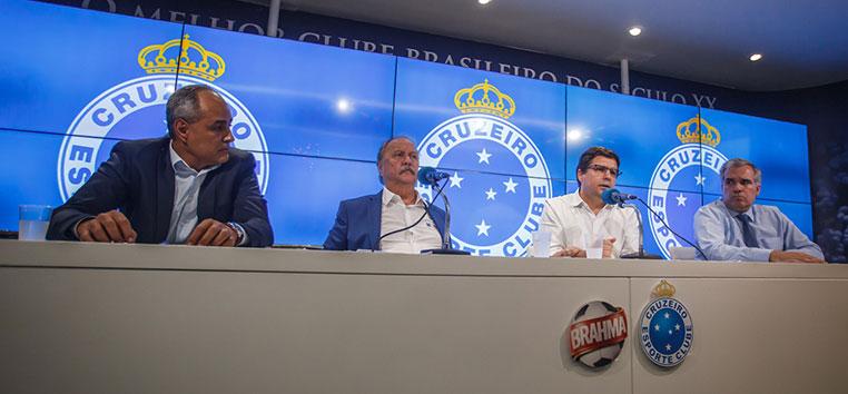 Itair Machado chegou até a bater boca com um repórter durante coletiva.