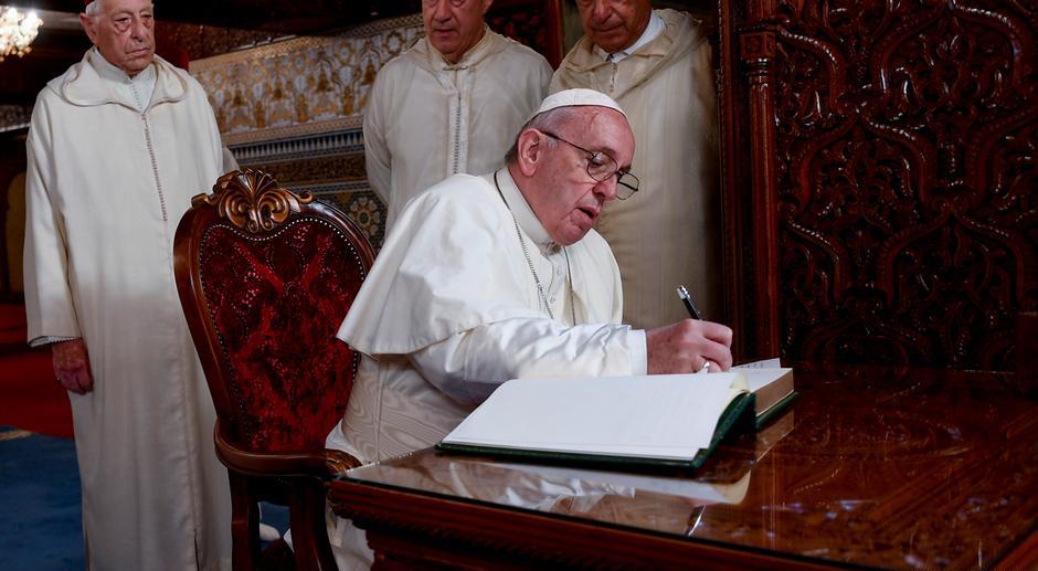 Papa Francisco envia carta a Lula oferecendo 'proximidade espiritual'.