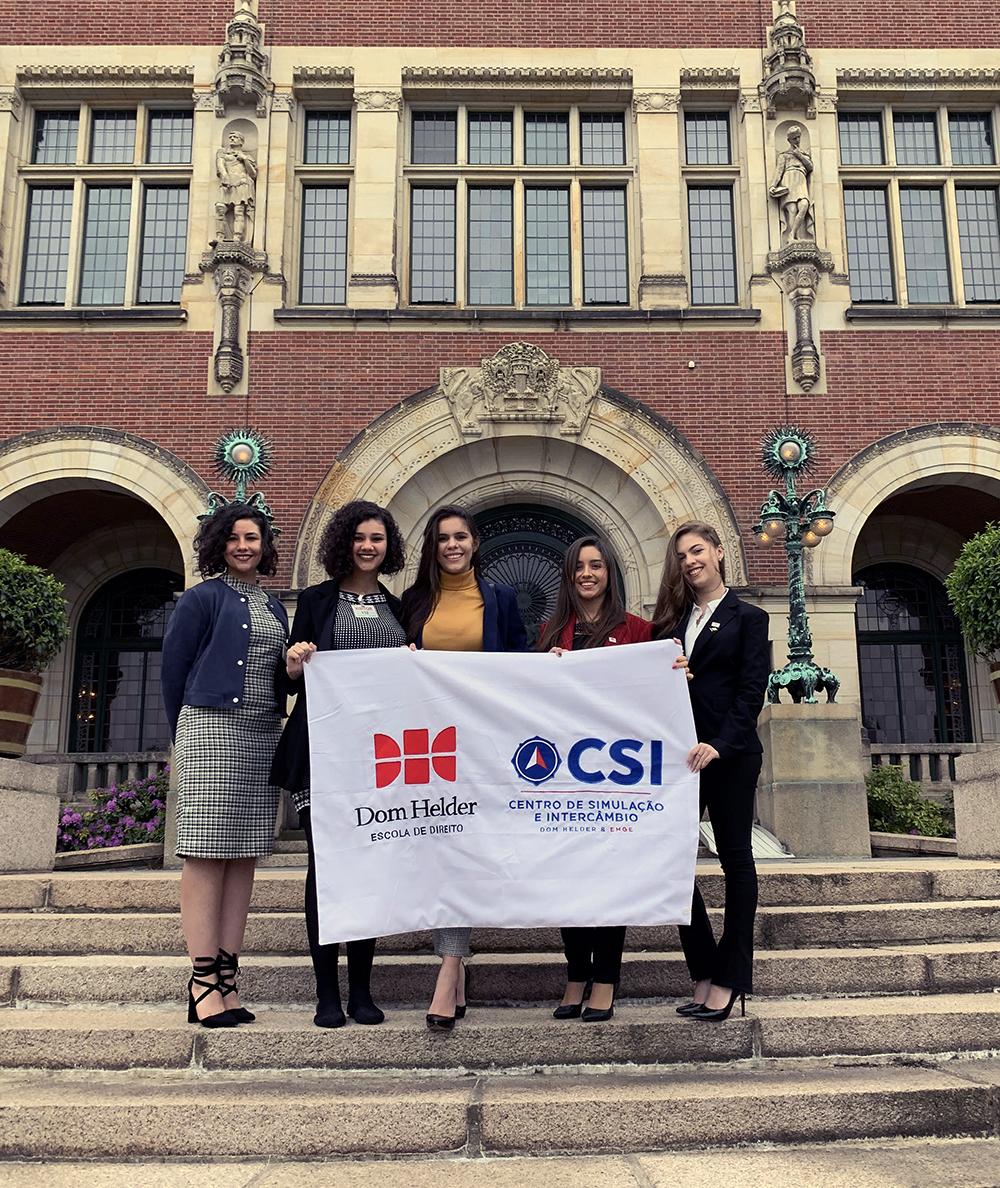 Vencedores do TRI-e e TJD-e visitam a Corte Internacional de Justiça.