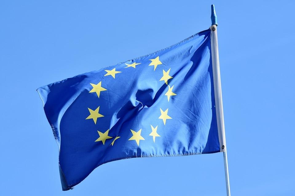 Os países europeus já descobriram uma coisa importantíssima para eles, tanto no fator econômico, como na defesa do continente: que a União Europeia é de extrema importância.